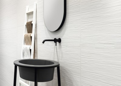 COMFORT G White Scratch 33,3x100 |White Mosaic Brick 33,3x33,3| א.א קרמיקה