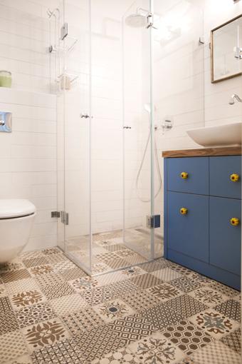 מקלחון קבוע ודלת בהתאמה אישית | א.א קרמיקה