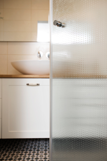 מקלחונים בהתאמה אישית|ארון אמבטיה בהתאמה אישית|א.א קרמיקה
